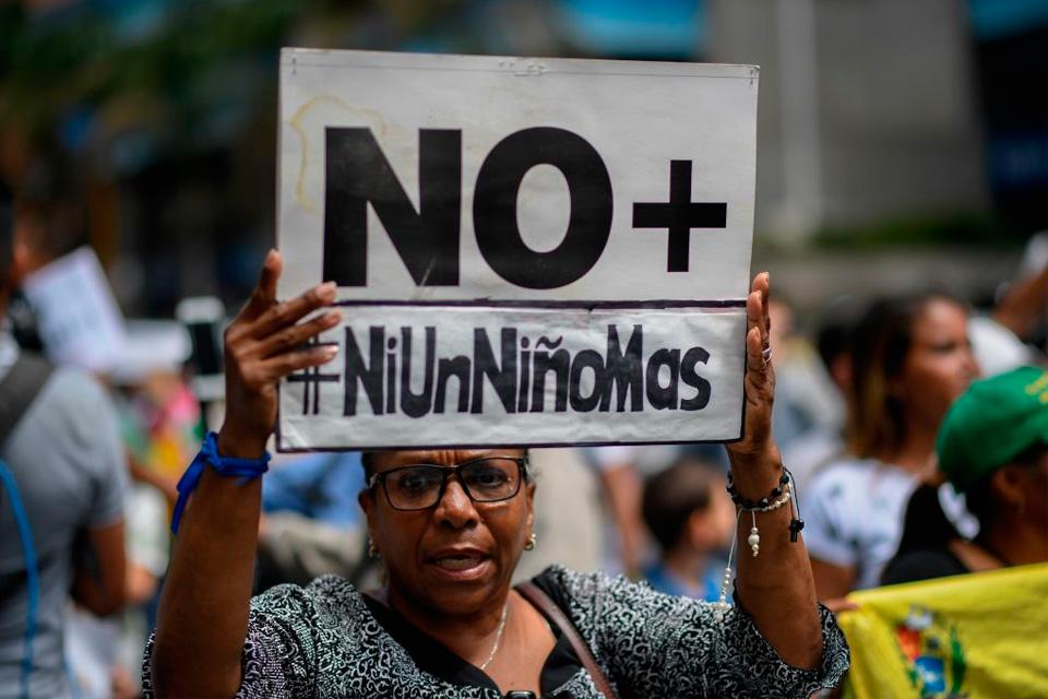 Maduro dejó colgados a los niños que esperan por un trasplante de médula ósea