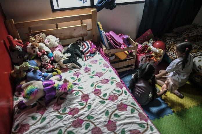 El calvario de los niños venezolanos en Colombia: sin casa ni escuela