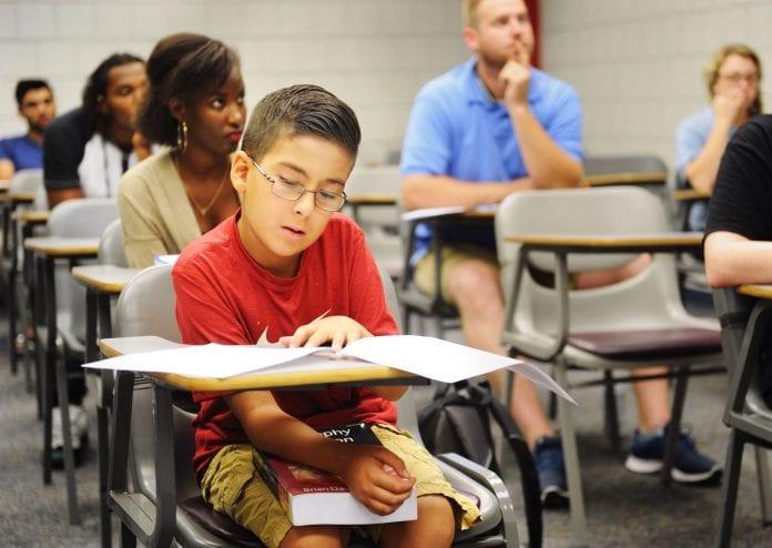 Por qué hay que dejar de decirles a los niños que son inteligentes