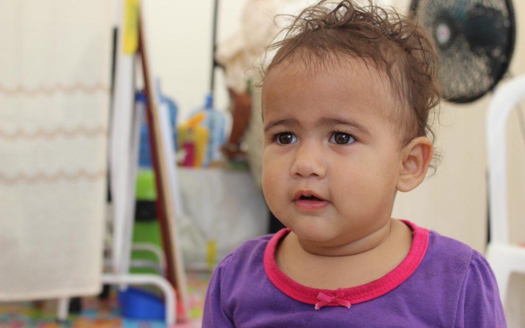 Aleuzenev, una bebé migrante venezolana en la frontera peruana