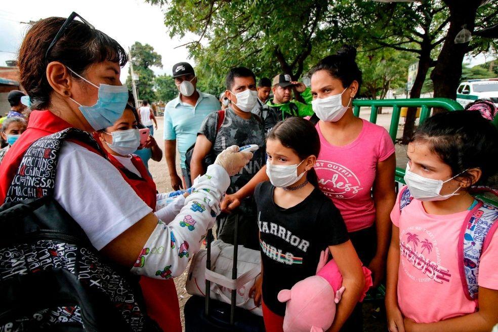 Solos y en peligro: el drama de los niños venezolanos que huyen de su país