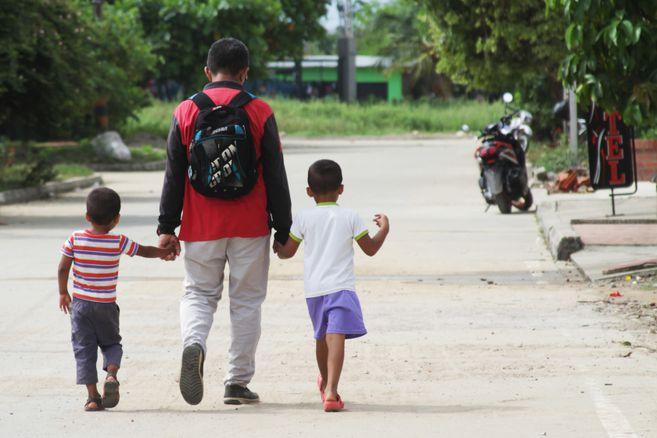 El 70 % de los niños que salen solos de Venezuela buscan a su familia