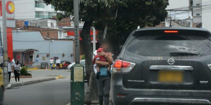 Alquilan niños venezolanos para pedir limosnas en semáforos de Bucaramanga