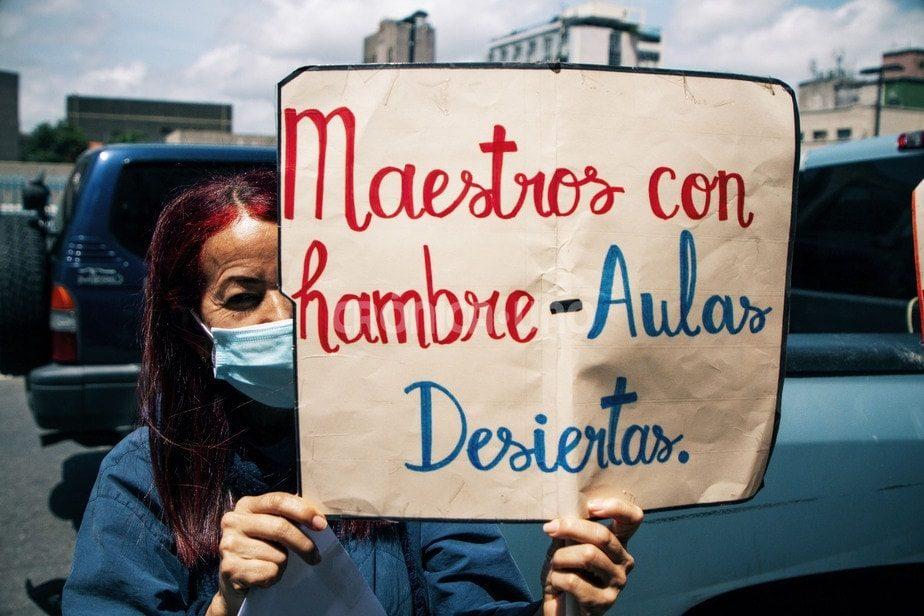 """Maestros encuestados por FundaRedes dudan de regresar a las aulas ante sueldos """"inaceptables e insuficientes"""""""